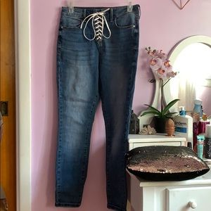 Dark wash guess jeans w white lace up detail